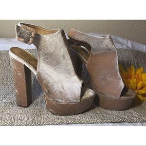 Lydia || velvet heels